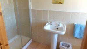 Horn Head Lodge - shower room