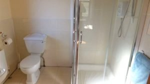 Horn Head Lodge - ensuite shower
