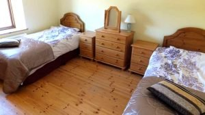Horn Head Lodge - twin bedroom